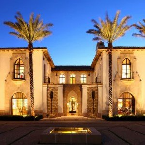 Fachadas de casas de lujo por Richard Manion Architecture Inc.